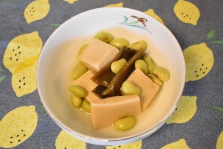 根昆布だしの青豆と高野豆腐の含め煮