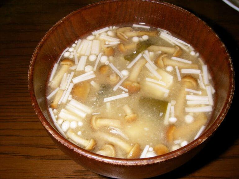 えのきダイエットに挑戦する味噌汁