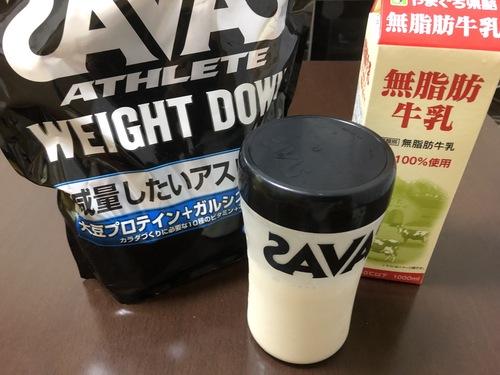 無脂肪牛乳とプロテイン